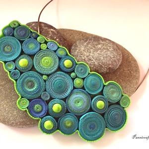 Kékes zöld csigás nyaklánc, Ékszer, Nyaklánc, Ékszerkészítés, Gyurma, Süthető gyurmából készítettem ezt a saját tervezésű, különleges nyakláncot. A minta nem festett, min..., Meska