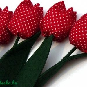 Tulipán csokor pöttyös, Dekoráció, Otthon & lakás, Húsvéti díszek, Ünnepi dekoráció, Anyák napja, Patchwork, foltvarrás, Varrás, Textilből készült dekoratív tulipán csokor. \n4db pöttyös virág.\n\nKitűnőek ajándékba és dekorációnak ..., Meska