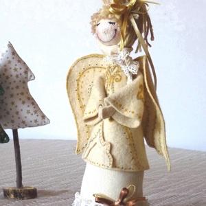 Vintage Angyalka, Otthon, lakberendezés, Dekoráció, Ünnepi dekoráció, Dísz, Baba-és bábkészítés, Festett tárgyak, Vintage  angyalka!  Az angyalkának szép filckabátot készítettem, olyat, ami illik a natúr szín szok..., Meska