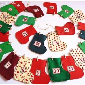AkciÓ! Adventi naptár  csizmácskák, Dekoráció, Otthon & lakás, Ünnepi dekoráció, Karácsony, Adventi naptár, Patchwork, foltvarrás, Varrás, Adventváró csizmácskáimat színes filcekből készítettem.\nAkciÓ! 12550Ft helyett... :) ;)\nAz elejükön ..., Meska