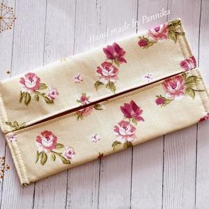 Zsebkendőtartó  rózsákkal Nowaste (hulladékmentes csomagolás), Gyerek & játék, Táska, Divat & Szépség, Szépség(ápolás), NoWaste, Egészségmegőrzés, Textilek, Textil tároló, Patchwork, foltvarrás, Varrás, Textilből készült papír-zsebkendő tartó, amit minőségi  vászonból készítettem.\nNagyon praktikus dara..., Meska