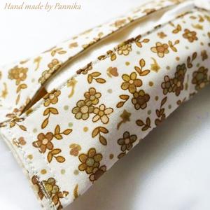 Zsebkendőtartó  natúr és világosbarna virágokkal, Otthon & Lakás, Tárolás & Rendszerezés, Zsebkendőtartó, Patchwork, foltvarrás, Varrás, Textilből készült papír-zsebkendő tartó, amit minőségi  vászonból készítettem.\nNagyon praktikus dara..., Meska
