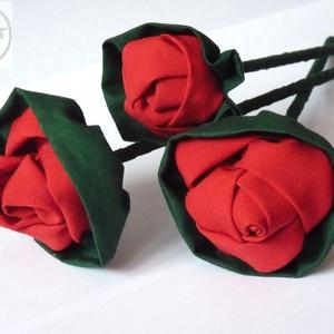 AkciÓ!! Piros textilrózsák, Otthon & Lakás, Dekoráció, Csokor & Virágdísz, Virágkötés, Patchwork, foltvarrás, Csodaszép piros rózsákat készítettem.\nA három szálat, most akciósan kínálom.\n2500ft helyett...\n\nA sz..., Meska