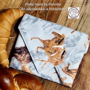 Öko szendvics-csomagolás (lovas textilszalvéta), Táska & Tok, Uzsonna- & Ebéd tartó, Szendvics csomagoló, Varrás, NoWaste!  Hulladék mentes szendvics-csomagolás. Öko szalvéta.\nLovak mintás textil szalvéta, vízhatla..., Meska