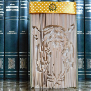 Tigris, Otthon & lakás, Dekoráció, Egyéb, Furcsaságok, Lakberendezés, Asztaldísz, Papírművészet, Mindenmás, Vágás-hajtogatás alkalmazásával készült könyvszobor. \nA könyv magassága 18 cm.\nE nemes vad, szépségé..., Meska