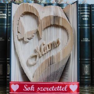 Mama a szívben, Egyéb, Furcsaságok, Otthon & lakás, Dekoráció, Dísz, Lakberendezés, Asztaldísz, Mindenmás, Papírművészet, Vágás-hajtogatás + hajtás kombinációinak alkalmazásával készült könyvszobor. \nA könyv magassága 20 c..., Meska