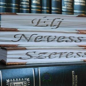 Élj! Nevess! Szeress!, Egyéb, Furcsaságok, Otthon & lakás, Dekoráció, Dísz, Lakberendezés, Asztaldísz, Mindenmás, Papírművészet, Vágás-hajtogatás technikával készült könyvszobor.\nA könyv magassága 22 cm.\nMivel a könyvek ép állapo..., Meska