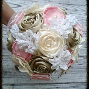 Pasztell-csokor, virágcsokor textilvirágokkal, tartós csokor, Dekoráció, Otthon & lakás, Esküvő, Esküvői dekoráció, Esküvői csokor, Csokor, Ballagás, Ünnepi dekoráció, Ékszerkészítés, Varrás, Pasztell rózsaszín, krém és bronz színek vegyülnek ebben a csodaszép csokorban.\n\nMéreténél fogva (17..., Meska