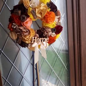 Home örökvirág kopogtató, Otthon & lakás, Dekoráció, Lakberendezés, Ajtódísz, kopogtató, Virágkötés, Varrás, Igazi színkavalkád bontakozik ki ezen a közepes méretű kopogtatón. Nem túl nagy, nemis kicsi, így mi..., Meska