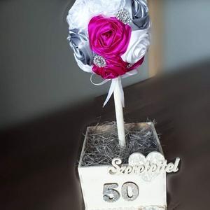 Szeretetfa virágokkal, Otthon & lakás, Dekoráció, Lakberendezés, Asztaldísz, Varrás, Virágkötés, Szeretetfa szatén virágokkal. \nKiegészítője a csipke, strassz.\nSzámozottan, vagy választható felirat..., Meska