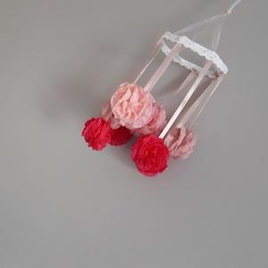 Pompon-virágos babaszoba dekoráció, gyerekszoba dísz, Függődísz, Dekoráció, Otthon & Lakás, Varrás, Rózsaszín árnyakatai köszönnek vissza ezen a forgón. Kisfiúknak egyéb színekben is szívesen elkészít..., Meska
