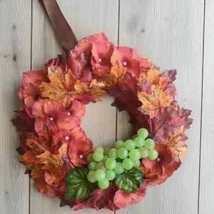 Szőlő szüret, őszi kopogtató, ajtódísz, ajtókopogtató, koszorú levelekkel, NAGY, Otthon & lakás, Lakberendezés, Ajtódísz, kopogtató, Koszorú, Virágkötés, Selyemlevelekkel díszített kopogtató, melyhez óriás virágú hortenziákat illesztettem. \nMű szőlővel l..., Meska