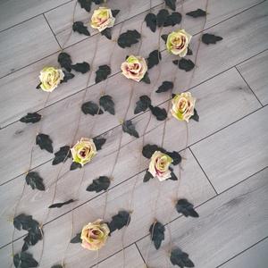 Virágfüggöny, virágfal, dekoráció, Függöny, Lakástextil, Otthon & Lakás, Virágkötés, Különleges rózsás és leveles virágfüggöny akasztóval. Egyedi, letisztult, természetközeli.....\nDirek..., Meska