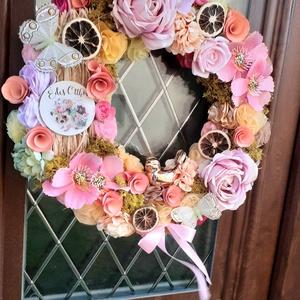 Óriási tavaszi madárkás ajtódísz, kopogtató, koszorú 42cm, sárga és rózsaszín, Otthon & Lakás, Dekoráció, Ajtódísz & Kopogtató, Virágkötés, Varrás, Csodás színek egyvelege. \nHelyet kapott közte saját textilvirág alkotásom is. A sünis táblácska egy ..., Meska