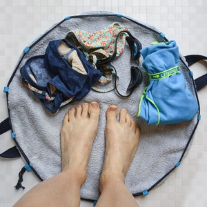 2in1, kék öltözőszőnyeg és vizesruhatáska egyben (Papics) - Meska.hu