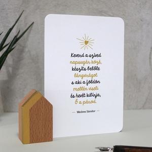 Arany házikó idézetes kártyával, Esküvő, Emlék & Ajándék, Köszönőajándék, Famegmunkálás, Fotó, grafika, rajz, illusztráció, Bükkfa házikó (arany), idézetes kártyával (válassz a megadott mintákból).\nHázikó mérete: 3,5*6*2,5 c..., Meska