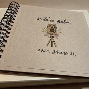 Polaroid kreatív vendégkönyv/fotókönyv, Újrahasznosított, Kamera, Személyre szóló, Instax album, Otthon & lakás, Esküvő, Naptár, képeslap, album, Fotóalbum, Nászajándék, Papírművészet, Kamerás grafikával készült kreatív vendégkönyv/fotókönyv, újrahasznosított borítókkal és lapokkal. ..., Meska