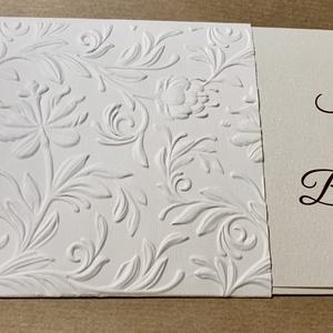 Pénzátadó boríték 3D dombormintával, Nászajándék, Jókívánság kártyával, Esküvői Gratuláció, virágos, pénzátadó lap, Ajándékkísérő, Papír írószer, Otthon & Lakás, Papírművészet, Szépséges, 3D-s dombormintával, az ifjú pár neveivel készült pénzátadó lap.\nGyöngyházfényű kartonból..., Meska