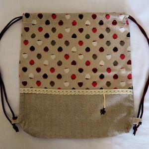 Epres-csipkés hátizsák, Táska, Divat & Szépség, Táska, Hátizsák, Vidám, erős vászonból varrt epres mintás-drapp hátizsák, ami tornazsáknak is használhatő. Csipkével ..., Meska