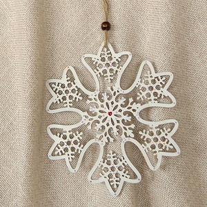 Karácsonyi függő -hópehely, Otthon & Lakás, Karácsony & Mikulás, Karácsonyfadísz, Mindenmás, Fehér fa lézervágott hópelyhet apró strasszokkal díszítettem, amik szépen csillognak, ha rájuk esik ..., Meska