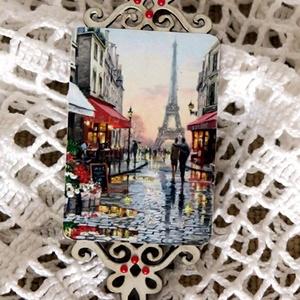 Hűtőmágnes - Párizs, Otthon & lakás, Konyhafelszerelés, Hűtőmágnes, Tavasz, szerelem, Párizs. Áttört mintás falapból hűtőmágnest készítettem párizsi utcaképpel. A falap..., Meska