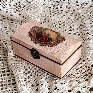 Öregített dobozka, Dekoráció, Otthon & lakás, Lakberendezés, Tárolóeszköz, Doboz, Decoupage, transzfer és szalvétatechnika, Festett tárgyak, Csinos kis dobozkát készítettem, ami akár ékszertartónak, akár apróságok tárolására vagy csak díszne..., Meska
