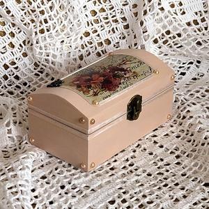 Dobozka ékszernek, apróságoknak, Otthon & lakás, Dekoráció, Lakberendezés, Tárolóeszköz, Doboz, Csinos kis dobozkát készítettem, ami akár ékszertartónak, akár apróságok tárolására vagy csak díszne..., Meska