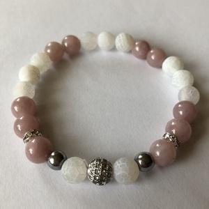 Antik rózsaszín – matt fehér achát ásványkarkötő cirkónia köztessel, Bogyós karkötő, Karkötő, Ékszer, Ékszerkészítés, Gyöngyfűzés, gyöngyhímzés, 8 mm-es antik rózsaszín kvarcból, matt fehér achátból és 6 mm-es ezüst hematitból készült valódi ásv..., Meska