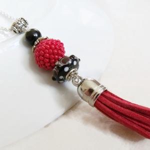 Piros fekete bojtos nyaklánc pandora gyönggyel (papmelus) - Meska.hu