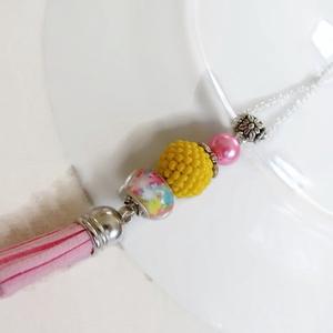 Rózsaszín sárga bojtos nyaklánc pandora gyönggyel (papmelus) - Meska.hu