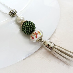 Zöld krém bojtos nyaklánc pandora gyönggyel (papmelus) - Meska.hu