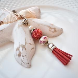 Piros fehér bojtos nyaklánc pandora gyönggyel (papmelus) - Meska.hu