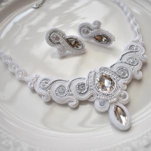 Hófehér menyasszonyi sujtás nyaklánc fülbevaló szett, Ékszer, Esküvő, Nyaklánc, Esküvői ékszer, Ékszerkészítés, Varrás, Tekla, kristály és kása gyöngyökből, valamint kristály kabosonokból készült csodaszép menyasszonyi ..., Meska