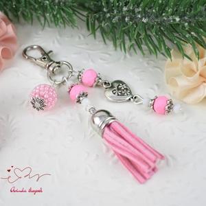 Rózsaszín bojtos kulcstartó táskadísz  (papmelus) - Meska.hu