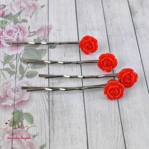 Piros rózsás hajcsat  (papmelus) - Meska.hu