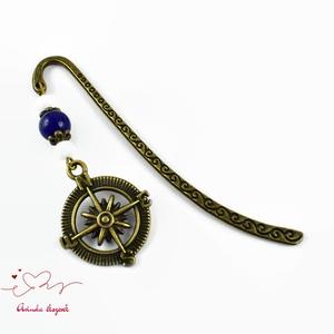 Iránytű medálos könyvjelző kék-fehér gyöngyökkel - antik bronz (papmelus) - Meska.hu