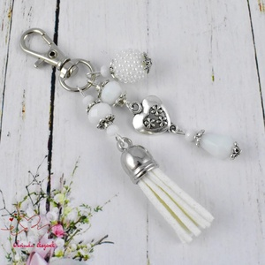 Fehér bojtos kulcstartó táskadísz anyák napja ballagás évzáró pedagógus karácsony szülinap névnap  (papmelus) - Meska.hu