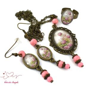 Díszdobozos bazsarózsa üveglencsés nyaklánc fülbevaló gyűrű szett karácsony szülinap névnap egyedi ajándék