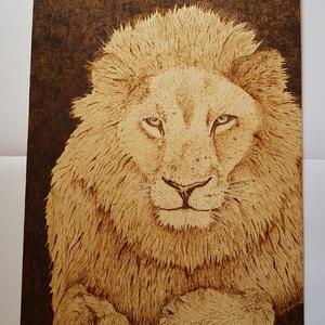 Oroszlán falikép, dekoráció, Otthon & lakás, Dekoráció, Kép, Lakberendezés, Falikép, Gravírozás, pirográfia, Oroszlános falikép, dekoráció\nFára égettem ezt az oroszlánt, ha felteszed a falra, akkor onnan figye..., Meska