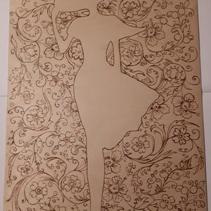 Hölgy virágok között - falikép, Otthon & Lakás, Dekoráció, Kép & Falikép, Gravírozás, pirográfia, A Hölgy virágok között című kép pirográf technikával készült, azaz fára égettem.\n\nFalra akasztható.\n..., Meska