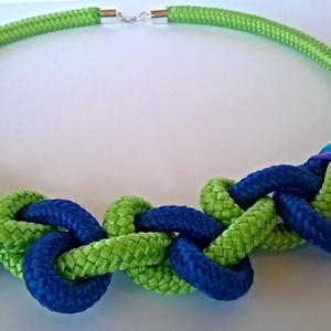 Kéken zöld nyaklánc, Ékszer, Nyaklánc, Csomózás, Ékszerkészítés, Kék-zöld paracord nyaklánc, nem csak fiataloknak. karakteres, figyelemfelkeltő, vagány.\n\nHossza 55 c..., Meska