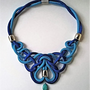 Romantic, Ékszer, Nyaklánc, Csomózás, Acél- és karibi kék, 6 mm-es paracordból készített, romantikus stílusú nyaklánc , csepp alakú struk..., Meska