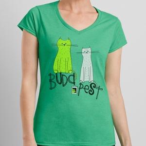 Két cica Budapest tetején - emlék a fővárosból, zöld női póló, Ruha & Divat, Női ruha, Póló, felső, Fotó, grafika, rajz, illusztráció, 100% pamut, kerek, kivágott nyakú csinos fehér női pólóra került rá a két cica, ezúttal szitanyomáss..., Meska