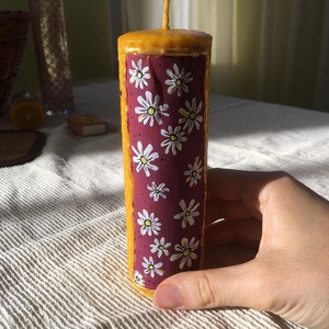 Viola Festett Méhviaszgyertya Oszlop, Otthon & Lakás, Dekoráció, Gyertya & Gyertyatartó, Gyertya-, mécseskészítés, [100% méhviaszgyertya kézzel festve (akrilfesték)]\n\n~paraméterei: 14 cm magas és 4.5 cm széles\n\nViol..., Meska