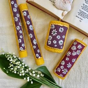Viola Festett Méhviaszgyertyacsomag, Otthon & Lakás, Dekoráció, Gyertya & Gyertyatartó, Gyertya-, mécseskészítés, [100% méhviaszgyertya kézzel festve (akrilfesték)]\n\n~paraméterei: 4 db gyertyát tartalmaz:\n\n1 darab ..., Meska