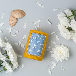 MARGARÉTA festett méhviaszgyertya széles, Otthon & Lakás, Dekoráció, Gyertya & Gyertyatartó, Gyertya-, mécseskészítés, [100% méhviaszgyertya kézzel festve (akrilfesték)]\n\n~paraméterei:\n\n1 darab széles gyertya: 9 cm maga..., Meska