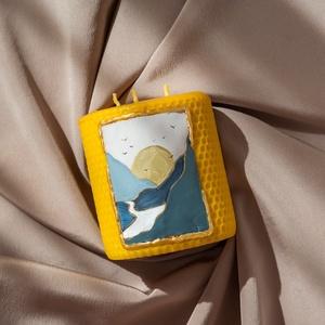 RIVERFLOW festett méhviaszgyertya 3 kanócos, Otthon & Lakás, Dekoráció, Gyertya & Gyertyatartó, Gyertya-, mécseskészítés, [100% méhviaszgyertya kézzel festve (akrilfesték)]\n\n~paraméterei: 10 cm x 8 cm\n\nA termékcsomagolás c..., Meska