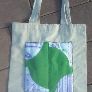 Szatyor uzsonnás, Shopper, textiltáska, szatyor, Bevásárlás & Shopper táska, Táska & Tok, Patchwork, foltvarrás, Varrás, Kis méretű uzsonnás szatyor patchwork mintával készítettem.\n\nHa szeretnél hasonlót, írj üzenetet, ké..., Meska