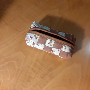 Zsebkendőtartó, Zsebkendőtartó, Pénztárca & Más tok, Táska & Tok, Patchwork, foltvarrás, Varrás, Egyedi, minőségi papírzsebkendő tároló/tartót patchwork technikával készítettem.\nMás színben is kérh..., Meska