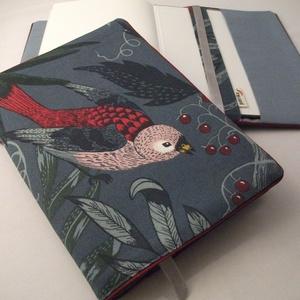 Könyvkabát - A madaras (textil), Otthon & Lakás, Papír írószer, Könyv- és füzetborító, Varrás, Azoknak, akik utaztatják és szeretik a könyveiket! \nLeírás: A borító nagysága A5 méretű, abból a meg..., Meska